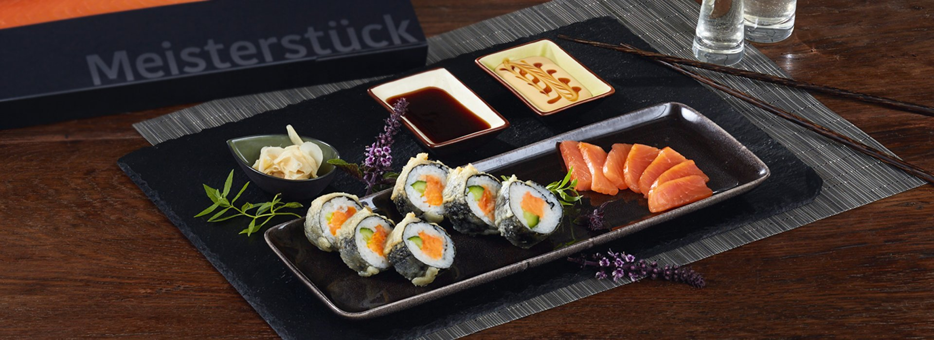 Lachs Sushi: Crunchy Salmon Roll mit Wasabi Creme